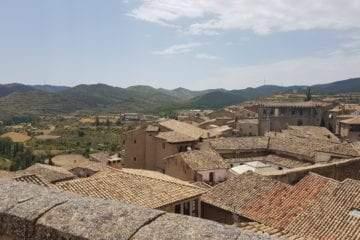 Adahuesca pueblo en el Somontano, Aragón